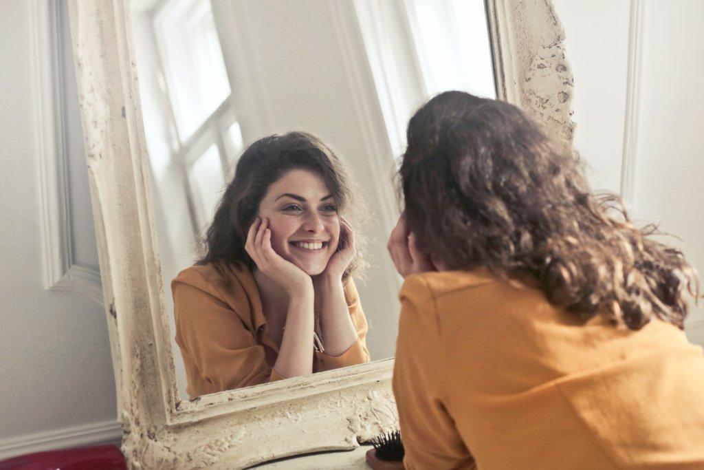 Las carillas dentales permiten cambiar el color, la forma y la posición de los dientes.